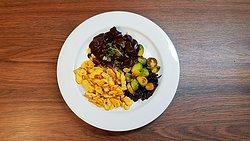 Empfehlung der Woche: Hirschpfeffer mit Quarkspätzli und Gemüse