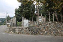 Achille MURATI est né à Murato en 1733 et c'est  sans doute le plus brillant des lieutenants de Pascal PAOLI. Il s'illustre à la bataille de Furiani, où il est blessé le 18 juillet 1763. Battue, l'armée génoise désemparée, s'enferme dans ses présides. En janvier 1767, il organise l'opération qui permet le débarquement et la prise de l'îlot de Capraja.