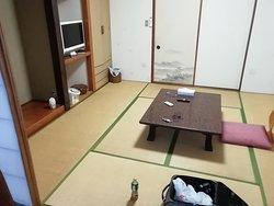 田舎の旅館の部屋という雰囲気です。