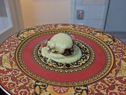 Avocado-Creme auf Versace-Teller