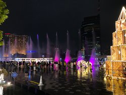 IconSiam dancing fountains show right in front of Jumbo Seafood restaurant at IconSiam