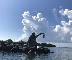 Greating statutue in Culebra harbor
