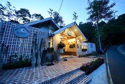 The Garret  Mae Kampong