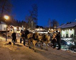 Adventstid på Bærums Verk. Hest og kjerre.