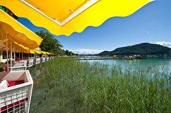 Seeterrasse, Gondeln direkt über dem Wasser, Hotel & Spa Sonne****