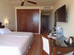 Vista parcial habitación.