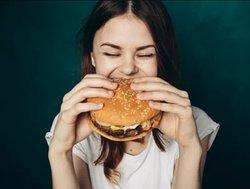 Девочка голодная