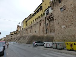 Jesi, City walls