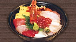 海鮮ちらし丼〈大名椀付き〉Seafood Chirashi-Don with Miso Soup ¥1,700 ※価格税抜/Tax excluded