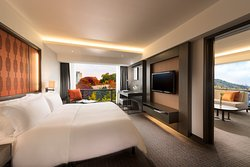 King Premiere Suite - Bedroom