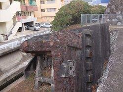 原子爆弾により破壊され、地面に落ちた鐘塔