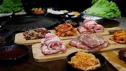 Meat all you can with unlimited side dishes, free flow of juice and a single serve petite bingsu.