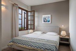 Two bedroom apartment garden view_bedroom 1