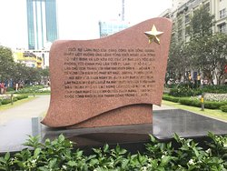 Monument only in Vietnamese