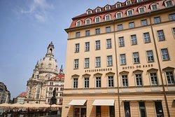 Direkte Lage am Neumarkt mit Blick zur Frauenkirche