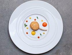 agnello impanato al foie gras e crema di peperoni