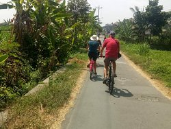 Cycling on Java with www*javaprivatetour*com and a group of embassy staff representatives from 16 friendly countries, in order to interact with young people in Yogyakarta and introduce them to programs in the fields of education, arts, culture and exchange. A very authentic taylormade tour, managed by highly skilled local people. Plan and book For Borobudur Sunrise Tour & Cycling Village Tour. Witness the amazing view of sunrise over borobudur temple, and then enjoy ride the bike in Borobudur.