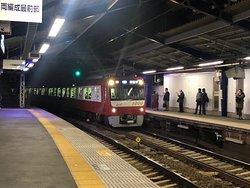 日ノ出町駅での下り電車。