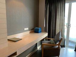 โรงแรมดี สวย ห้องกว้าง พนักงานน่ารัก ที่สำคัญห้องมีเครื่องซักผ้าด้วย ชอบมาก  หาโรงแรมง่ายค่ะ  มีเซ่เว่นอยู่ใกล้ๆๆด้วย