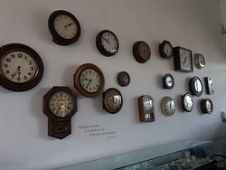 Relógios no Hall de entrada