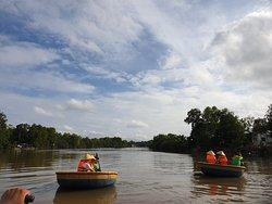 호이안처럼 시끄러움도 없고 깨끗한 강에서 즐길 수 있다는 것이 장점