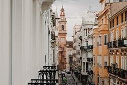 Ciutat Vella es uno de los barrios más céntricos y emblemáticos de Valencia.
