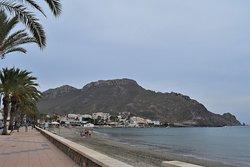 The paseo along the beach at Playa de Calabardina