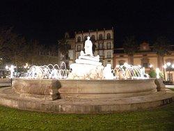 """A night view of """"Fuente de Puerta de Jeréz"""" in Seville."""