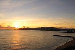 名護湾に沈む夕陽