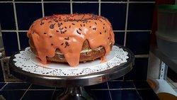 la torta la ponemos nosotros    tu trae  toda la gana de pasar tu cumpleaños  rodeado de armonia  y  paz