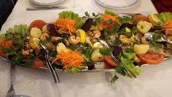 Grelhada mista de Peixes; Mixed grilled fish; Parrilla mixta de pescado; Poisson Grillé.