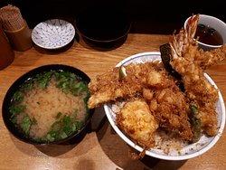 天丼とお椀(三つ葉と豆腐)