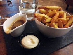 Huisgemaakte friet met truffelmayo