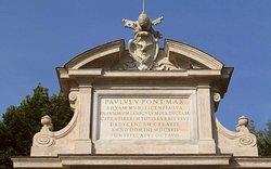 Particolare dell'iscrizione papale