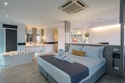 Room Type:Honeymoon Suite