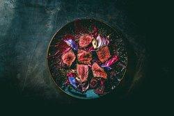 蝦夷鹿肉のロースト 赤のソース