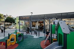Parque infantil y terraza