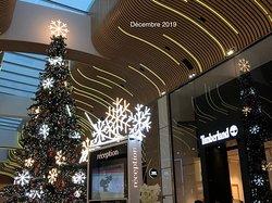 L'arbre de Noël d'Aéroville est à côté de la Réception et du magasin Timberland