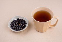 養身黑豆茶,黑豆茶是健康茶飲之一,可促進身體代謝,適合溫熱飲用。