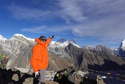 Pointing out Mt Everest from the top of Gokyo Ri