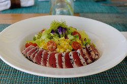 Mixed greens, cherry tomatoes, avocado, sweet corn served with sesame crusted seared tuna and Asian vinaigrette. - Diver's Salad