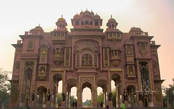 One of the most scenic places in Rajasthan, the Patrika Gate is an epitome of the expert craftsmanship and creativity of the colourful country-India.