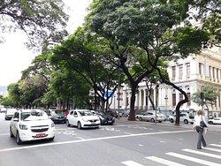 Avenida Afonso Pena na altura do Palácio da Justiça ao fundo