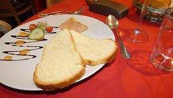 Tranche de foie gras d'oie et de canard, brioche « maison ».