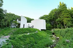 阿蘇の自然の中にある温泉です。敷地建物オールドックランとなっており、ペットさんは大変自由にして頂けます。