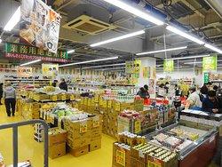 市場内の業務スーパー