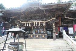 高尾山薬王院御本堂です。凄い彫刻です。