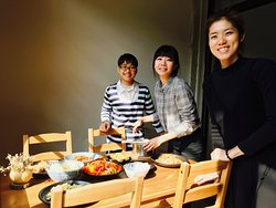 我們是一間位於鹿港的社區廚房,期待能夠提供在地居民一個有好吃的餐點、舒適的內用空間、認真友善環境的用餐選擇。