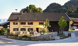 Außenansicht Gasthof Engel in Kappel - Sommer Biergarten & Terrasse