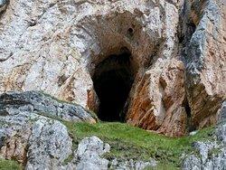 L'imbocco della Grotta di Tofana